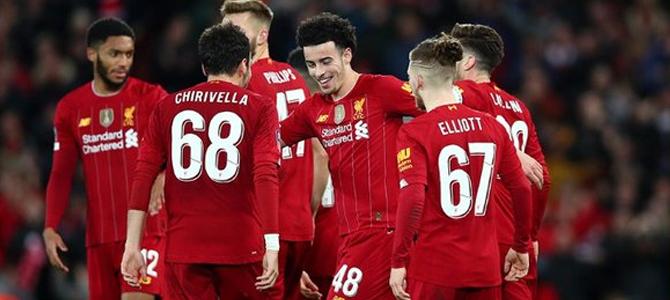 El Liverpool supera con claridad al Leicester y colidera la Premier League