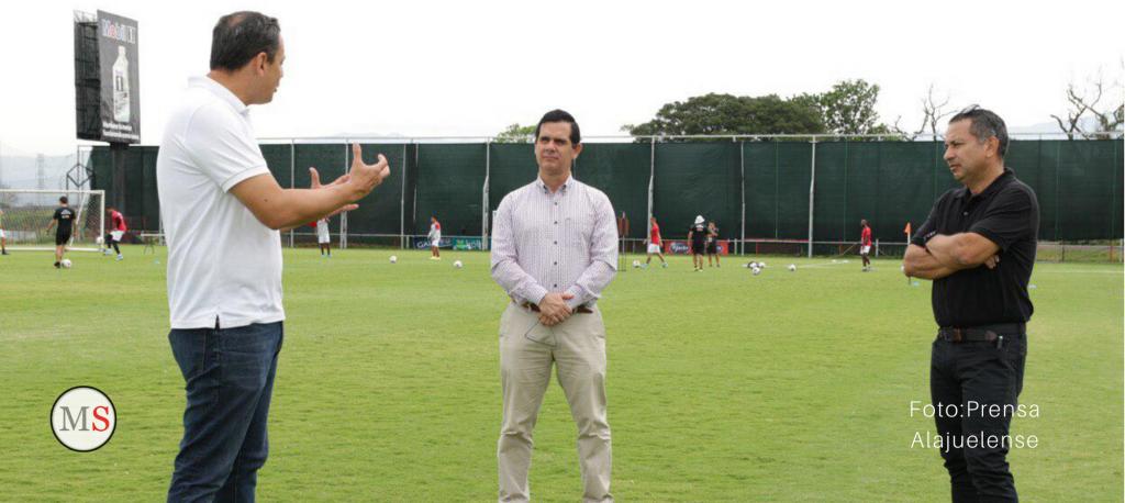 Hernán Solano renuncia al Ministerio de Deportes para ser precandidato del PAC