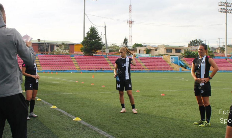 Adonis Pineda jugará un año con Sporting FC
