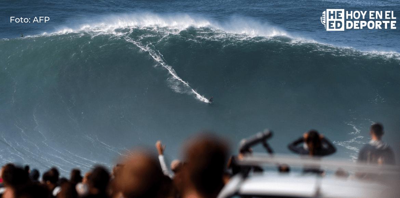 Los surfistas se enfrentan a las primeras olas gigantes en Nazaré