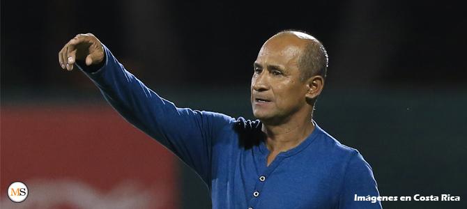 """Juan Carlos Garita: """"queremos ayudar al desarrollo del fútbol en Puntarenas"""""""