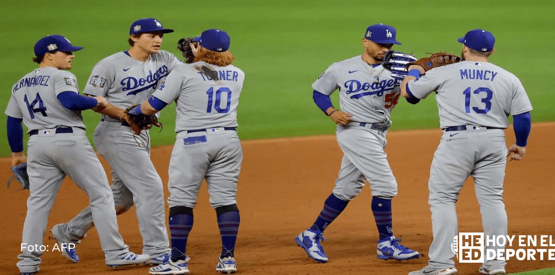Los Dodgers avasallan a Cerveceros con dos grand slams y 16 carreras