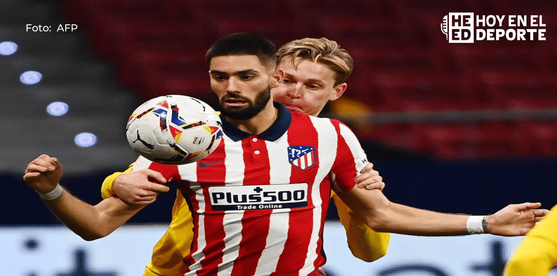 Atlético alcanza liderato en LaLiga y aleja del título al Barça