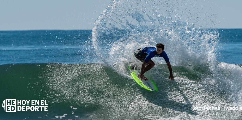 Surfistas ticos logran avanzar en El Salvador