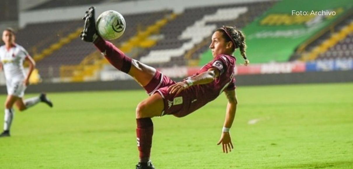 Carolina Venegas prioriza el título sobre el goleo