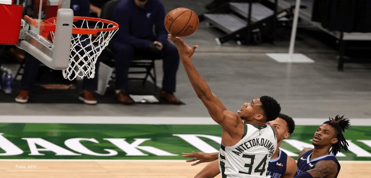 Giannis y Middleton comandan a Bucks al séptimo juego ante Nets