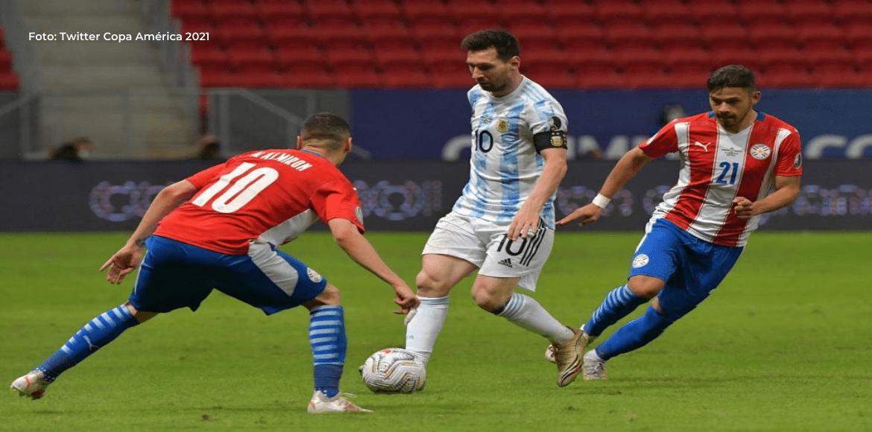 Argentina triunfa ante Paraguay en un partido que dejó mucho que desear