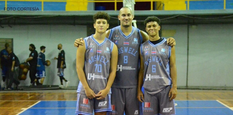 Padre y sus dos hijos compartieron cancha en  Baloncesto