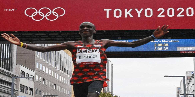 El keniano Eliud Kipchoge revalida su título olímpico en el maratón